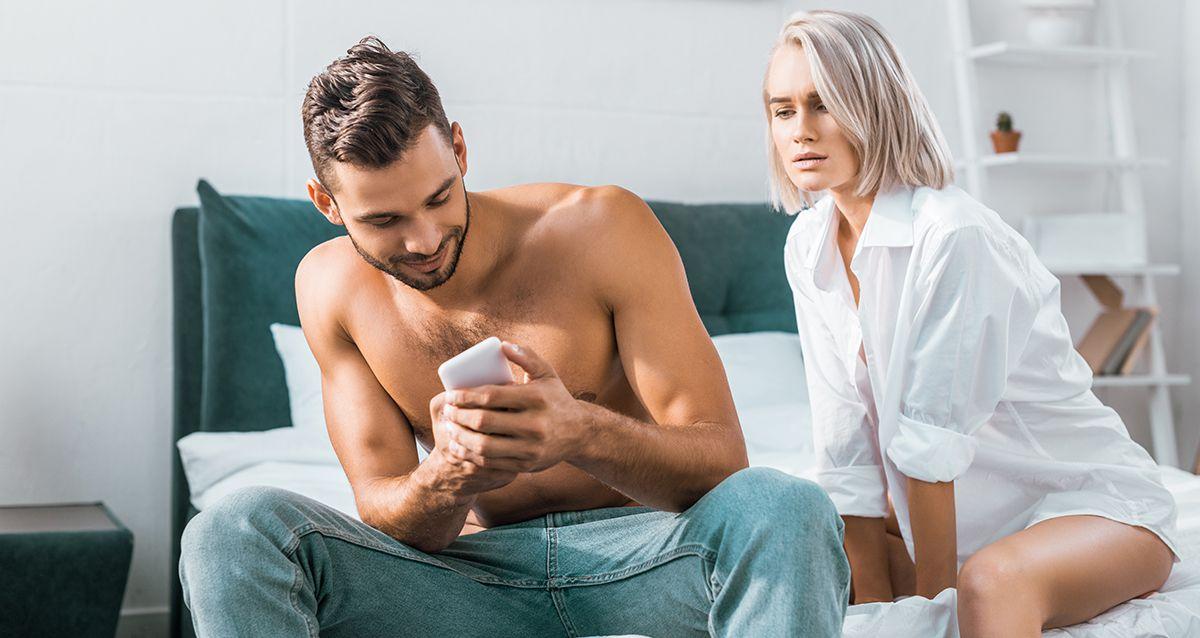 общение парня с другими девушками