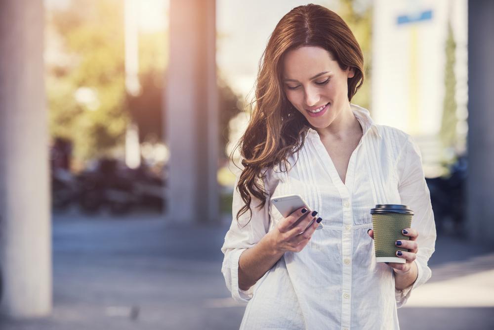 Короткие СМС любимой девушке: найди ключ к ее сердцу